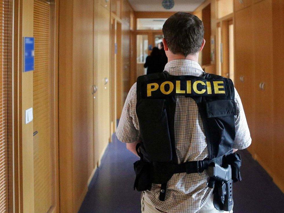Policisté z Útvaru pro odhalování korupce a hospodářské kriminality na olomouckém magistrátu zajišťovali důkazní materiály