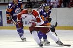 Mora (v červeno-bílém) porazila Litoměřice 6:0. Jan Jaroměřský.
