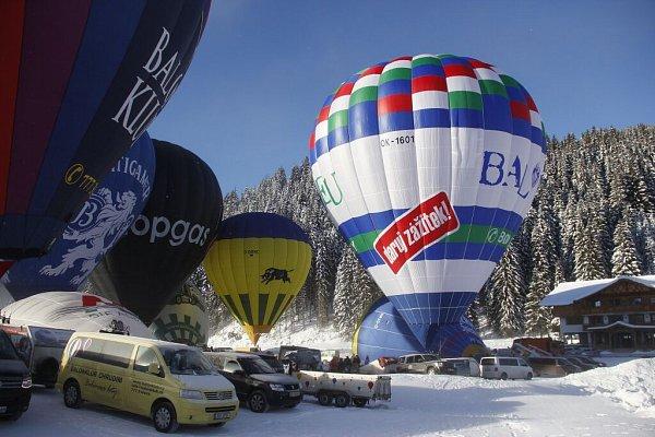 Na čtyři desítky balonových výprav se zúčastnily 7.ročníku Hanneshof Hot-air Balloon Trophy vrakouském Filzmoosu. Nechyběly ani české týmy, hned dva balony do Alp přivezl Libor Staňa ze společnosti Balony.eu zBřestku na Uherskohradišťsku.
