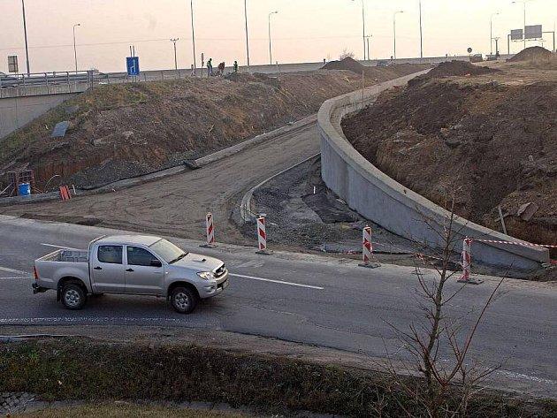 Stavba nájezdu na R46 u Hněvotína