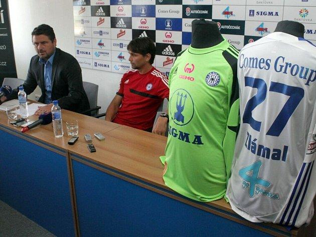 Zdeněk Psotka a Martin Kotůlek na tiskové konferenci fotbalové Sigmy před startem sezony