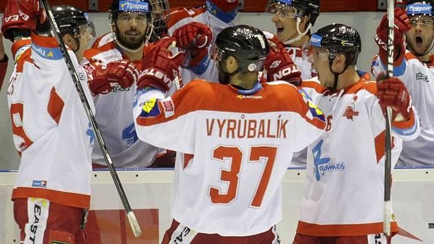 Radost olomouckých hokejistů v zápase s Chomutovem