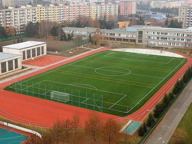Nové sportoviště na ZŠ Heyrovského