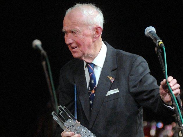 Heraldik Jiří Louda při přebírání ceny Olomouckého kraje za celoživotní přínos v oblasti kultury v roce 2008