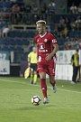 Olomoučtí fotbalisté (v červeném) remizovali se Slováckem 0:0Jakub Plšek