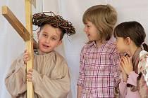 Křížová cesta v podání dětí ze ZŠ sv. Voršily v Olomouci
