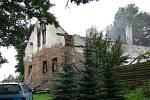 Na Potštátsku znovu řádil žhář. V sobotu dopoledne začali kriminalisté s vyšetřováním. Poškozený dům ještě na dvou místech doutnal.