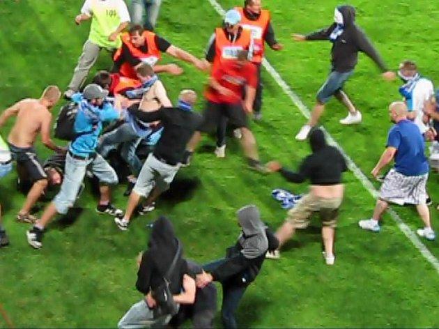 Řádění olomouckých chuligánů po prohře Sigmy v poháru