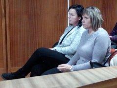 Obžalované pracovnice Českých drah v lednu 2018 u olomouckého okresního soudu -  zleva Jarmila Soukupová, vedle Jana Stejskalová