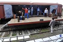 Vlak Lustig - herci Divadla pod Palmovkou při generální zkoušce Modlitby pro Kateřinu Horovitzovou