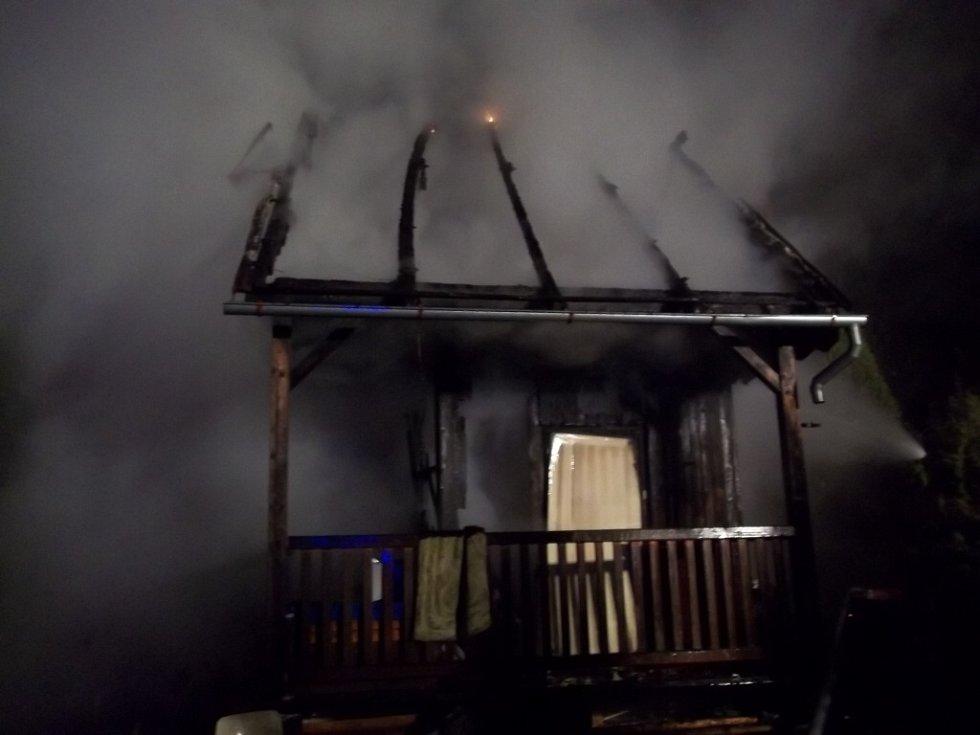 Požár chatky. Ilustrační foto.