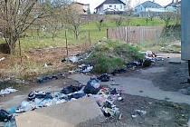 V lokalitě, kterou si vyhlédli bezdomovci, panuje velký nepořádek.