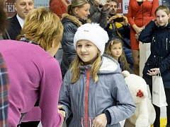 Dívka v čepici je Magdalena Wagenknechtová z Ústí nad Orlicí, vítězka.