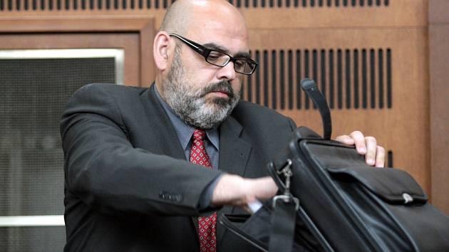 Obžalobě ze spáchání trestného činu krácení daní čelí u krajského soudu pětačtyřicetiletý Robert Kafka.