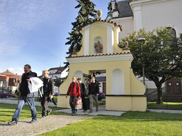 Barokní centrum Chocně má opravený vstupní portál do farní zahrady, která byla upravena.