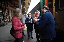 Světlo dobrovolníci přivezli do České Třebové osudným vlakem EC 108 Comenius.