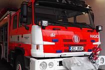 Novou cisternovou automobilovou stříkačku už mají ústečtí hasiči v garáži.