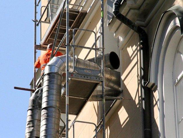 Termosanace krovu budovy ZŠ Javornického ve Vysokém Mýtě.