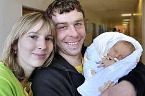 Adam Diblík bude doma v Rudolticích. Jeho rodiči jsou Michaela Diblíková a Jaroslav Válek. Narodil se 22. 2. v 17 hodin, vážil 3,50 kilogramu.