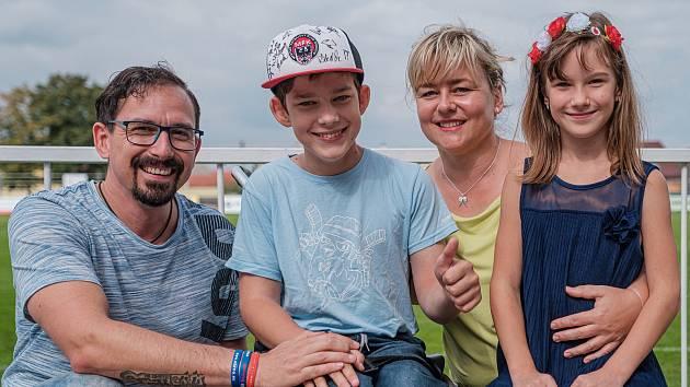 Benefiční festival Hudba pomáhá podpoří handicapovaného Míšu Teresku z Chrudimi.