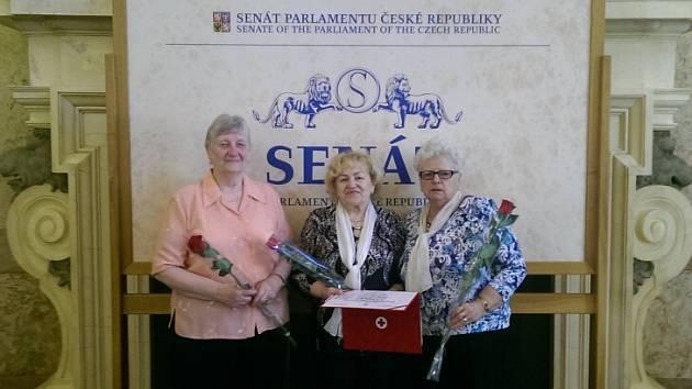 V Praze byly oceněny členky ústeckého Červeného kříže Milena Třešňáková,Libuše Preclíková a Eva Cejnarová.
