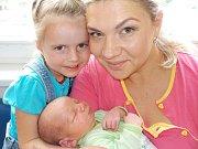 Marek Pešek se narodil 16. 6. v 21.20 hodin a vážil 3940 g. Doma v Libchavách ho přivítají rodiče Veronika a Mirek i sestřička Adélka.