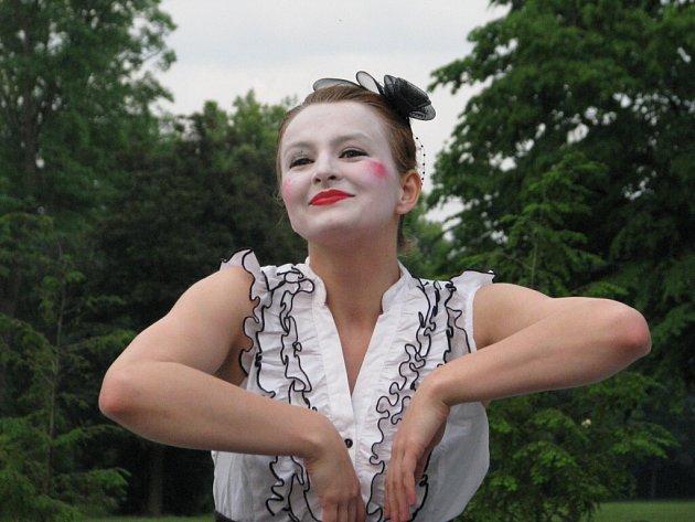 Soubor Prozatím zatančil při Skorofestivalu ve skateparku