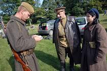 Klub vojenské historie Pionier připravil na sobotní odpoledne na hasičském hřišti v Rybníku zajímavou bojovou ukázku z konce druhé světové války.