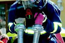"""""""Železní hasiči"""" předváděli v sobotu na Andrlově chlumu u Ústí nad Orlicí obdivuhodné výkony."""