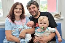 Denis Málek se narodil 12. září v5.09, kdy vážil 3,86 kg. Radost zněho mají rodiče Jana Málková a Petr Vlk i bratři Filip a Sebastián zLanškrouna.
