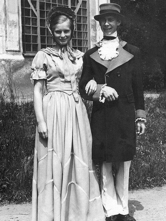 Majitel snímku Bedřich Petr a slečna Janečková.