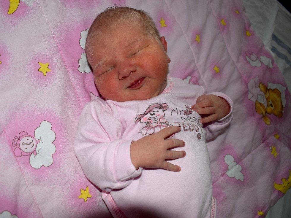 Anežka Plevová dělá radost Veronice a Martinovi z Potštejna. Narodila se 2. 3. v 6.20 s váhou 4,07 kg. Těší se na i sourozenci Amálka a Matěj.