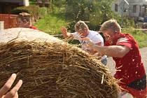 11. ročník Černovírského rolování slámy se v centru Černovíru u Ústí nad Orlicí uskutečnil v sobotu 24. srpna.