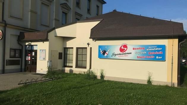 Ve Sportcentru v Jiráskově ulicie ve Vysokém Mýtě (u vlakové zastávky) bylo zřízeno nové odběrové místo pro testování na nemoc covid-19 antigenními a PCR testy.