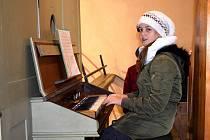 Adventní koncert projektu Vím já kostelíček v kapli Panny Marie Královny míru v Dolní Lipce.