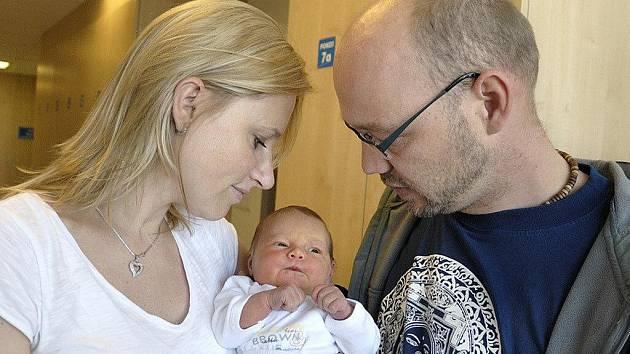 Adéla Zdeňka Hájková dělá radost Zdeňce Holakovské a Davidu Hájkovi ze Žamberka. Narodila se 15. 4. v 18.21 s váhou 3,8 kg. Doma se na ni těší i Daneček a Adam.