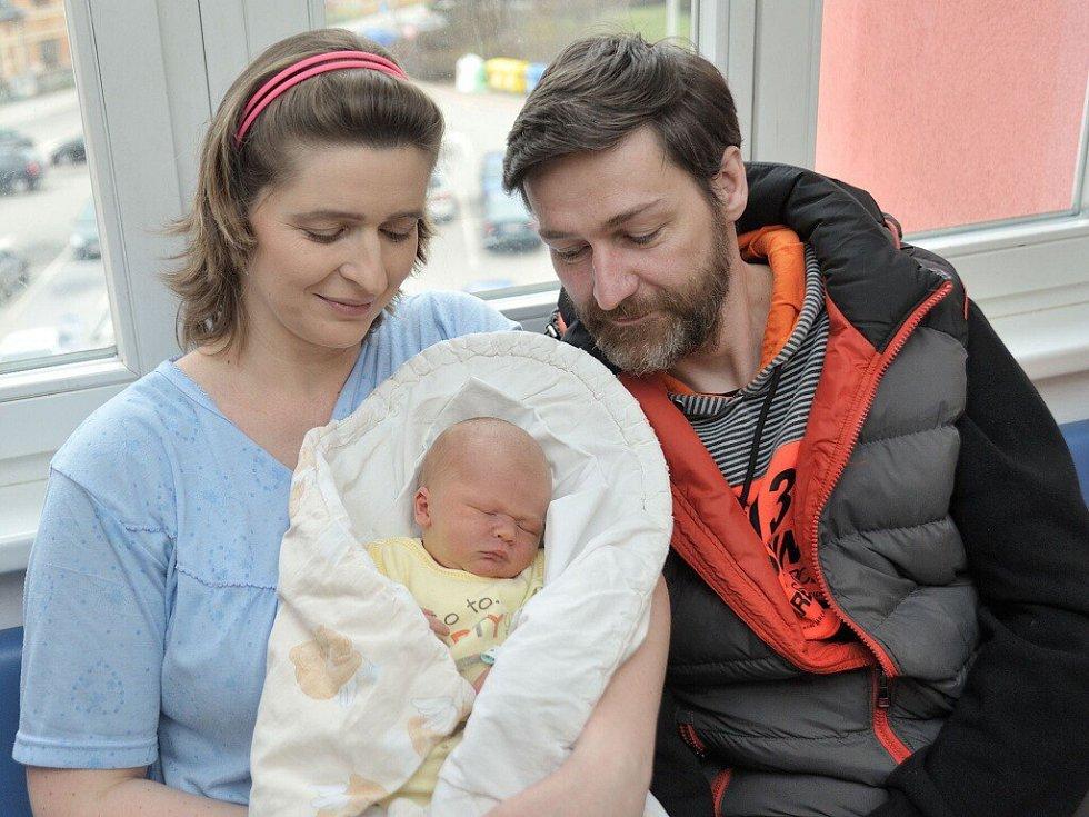 Samuel Kalousek těší rodiče Hedvigu a Milana z Jablonného nad Orlicí i sourozence Kristiána a Simonu. Narodil se 21. 3. v 11.46 hodin, kdy vážil 3,750 kg.