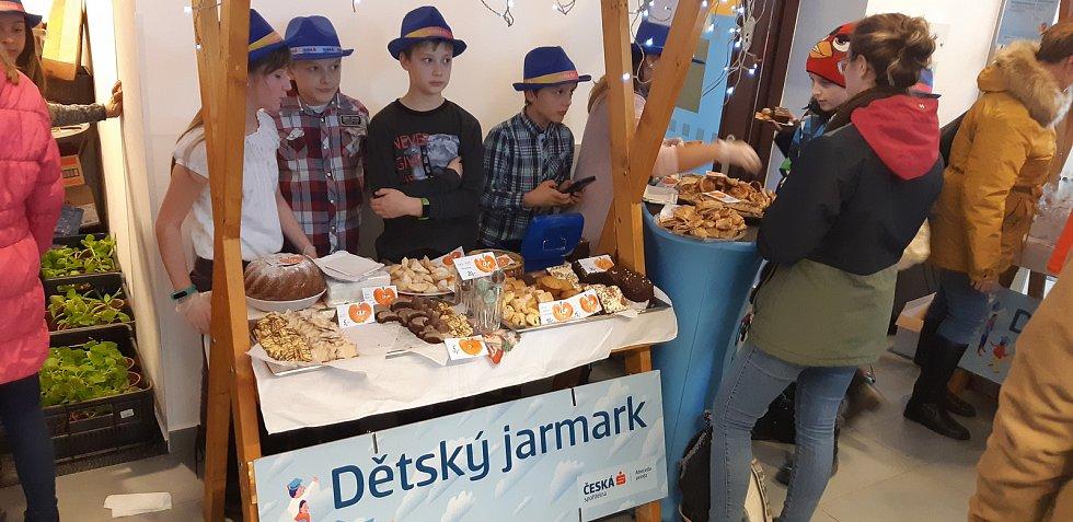 Jarmark SymPáťáků ze ZŠ Letohrad vynesl skoro 14 tisíc.