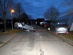 Dvě auta na střeše, jedno na boku. Viníky byly nepozornost, rychlost a alkohol.
