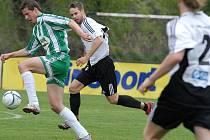 Ústečtí fotbalisté přežili dvacetiminutové oslabení po vyloučení Tomáška a remizovali s Teslou Pardubice 1:1.