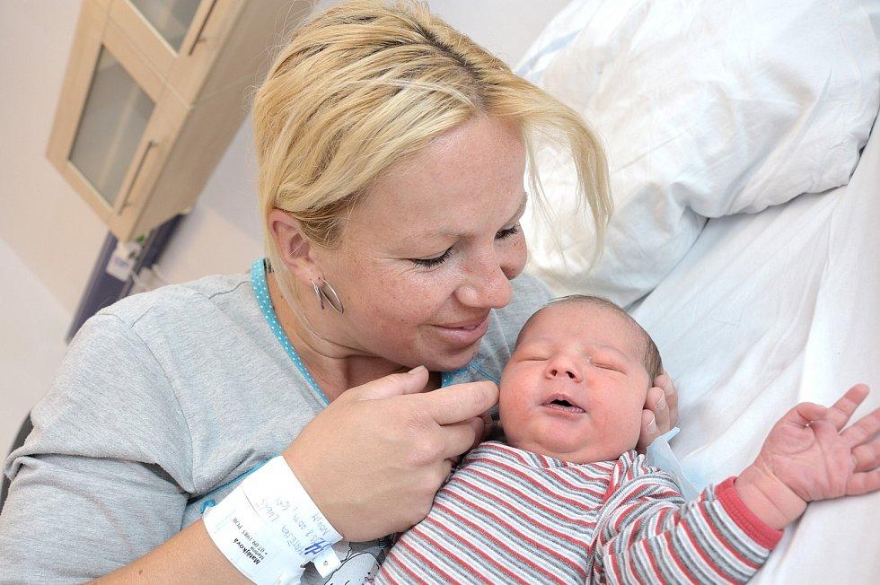 Lukáš Matějka bude doma s rodiči Martinou a Ondřejem v Jamném nad Orlicí. Narodil se 13. 8. v 16.24 hodin, kdy vážil 4,800 kg. Těší se na něj i bráška Vojtěch.