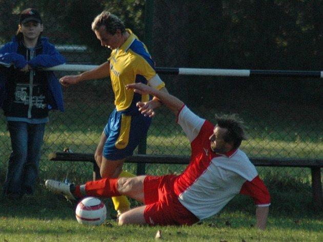 Přestože fotbalisté Němčic vedli nad Rybníkem 2:1, nakonec prohráli 3:2.