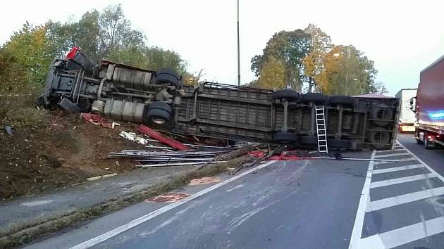 Dopravní nehoda v Hrušové.