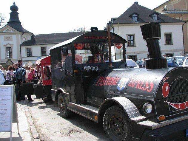 Při akci Brány památek dokořán jezdil v Letohradu výletní vláček.