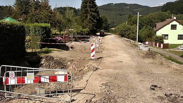 Rekonstrukce silnice v obci Hrádek.