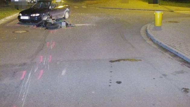 Policie hledá svědky vážné nehody motorkáře ve Vysokém Mýtě.