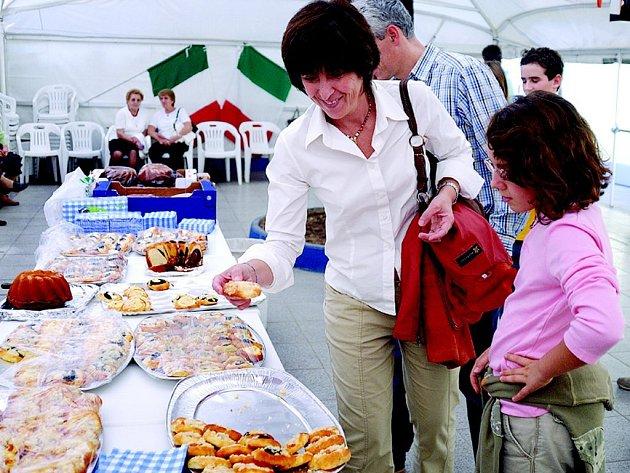 Koláče z České Třebové Italům v partnerském městě Agrate Brianza velmi zachutnaly.