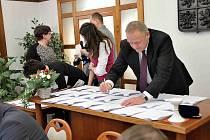 Česko-polský projekt Singletrack Glacensis je zpečetěn, ve čtvrtek dohodu o spolupráci podepsala tři česká města, svazek měst a obcí a osm polských gmin.