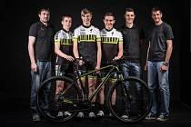 TÝM olympijského vítěze. Zleva: Jan Hlásecký, Filip Stehno, Dominik Starý, Martin Bartoš, Jaroslav Kulhavý, Viktor Zapletal.
