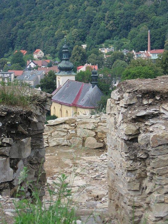 Opravy zříceniny hradu v Brandýse nad Orlicí pokračují.